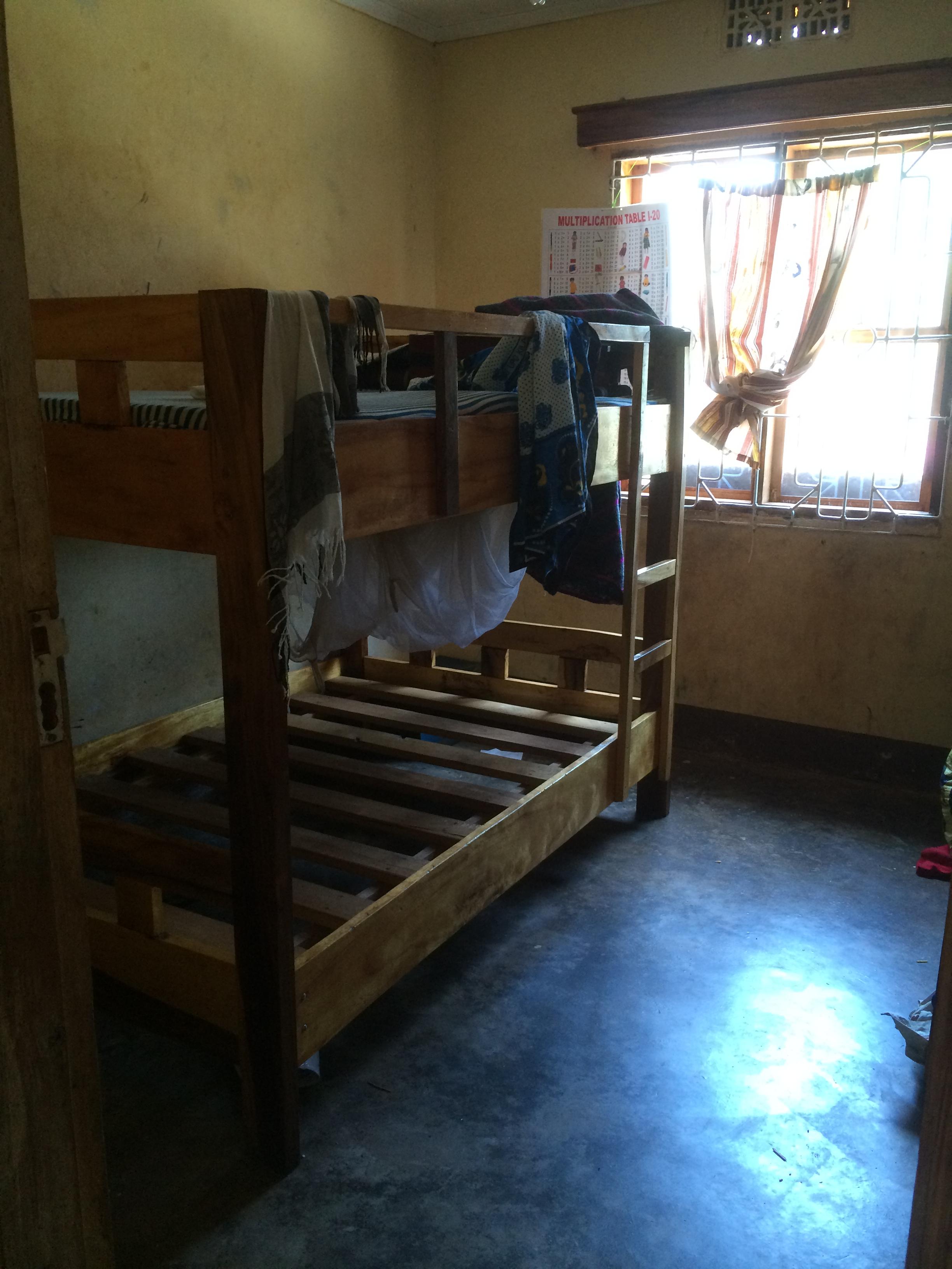 Tässä huoneessa asuu 30 lasta. Nolla kuuluu perään.