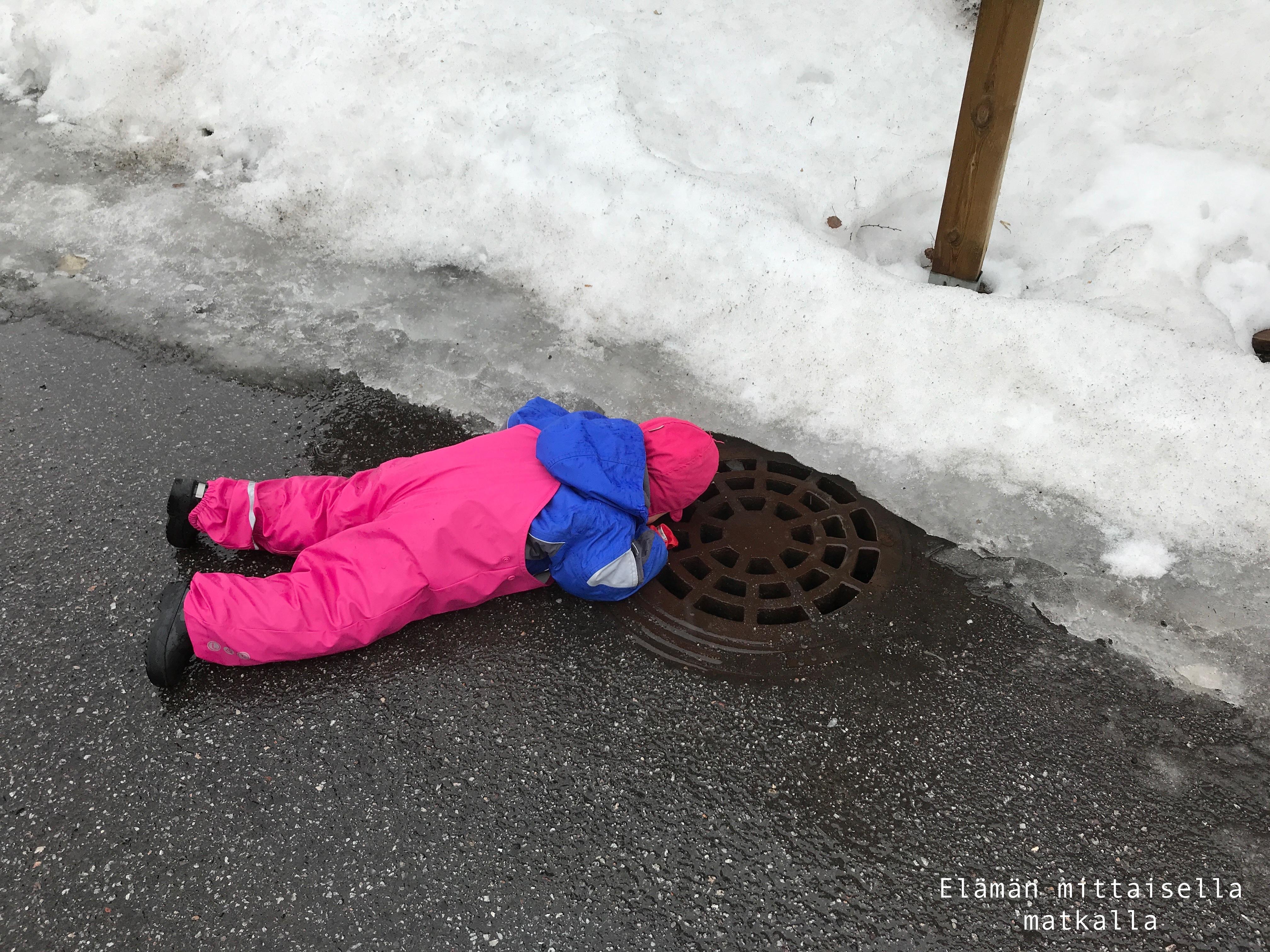 Lumen, jään ja vesisateen keskellä